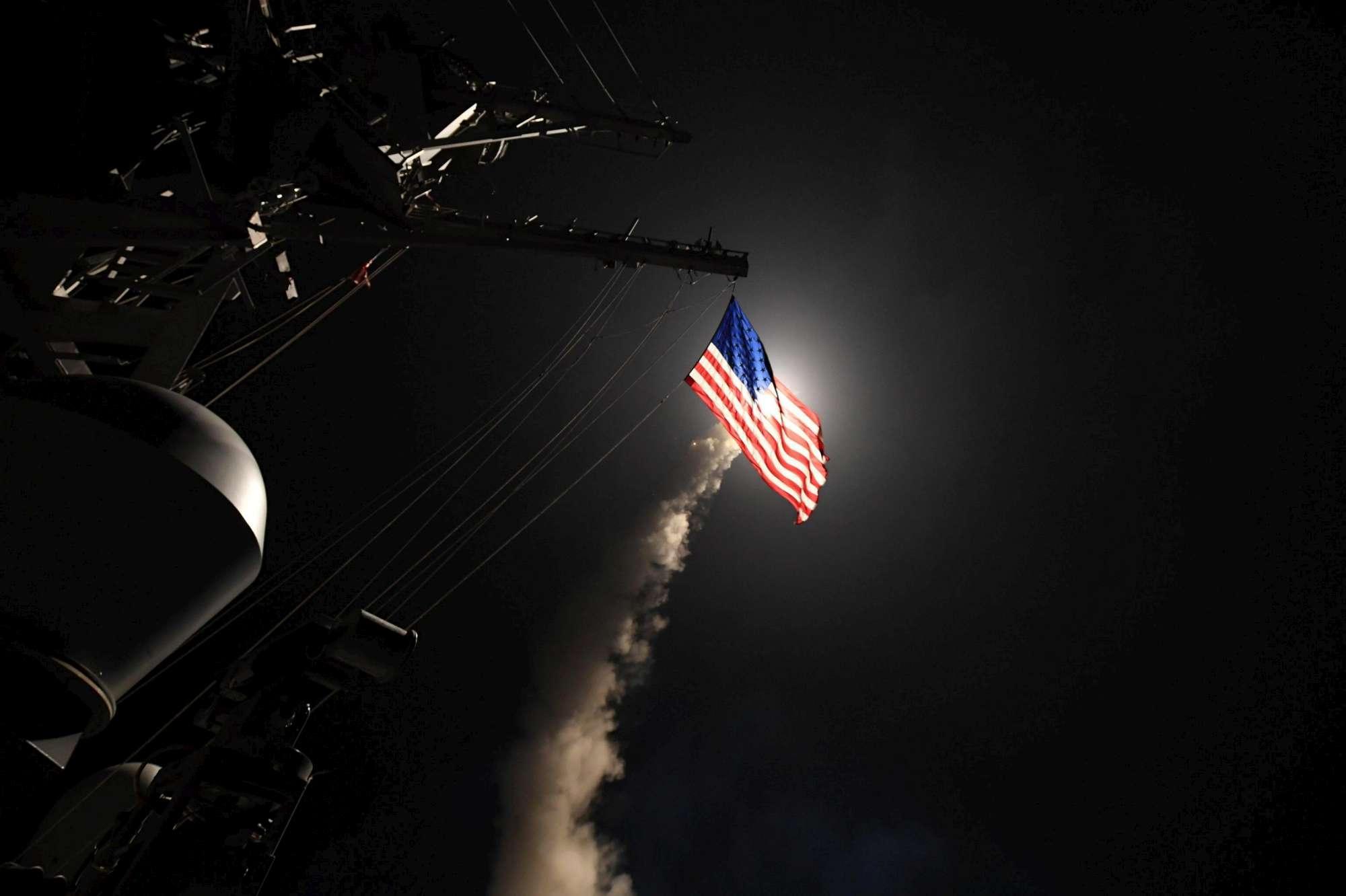 Dopo la strage di Idlib, Trump rompe gli indugi: 59 missili Tomahawk contro una base aerea siriana