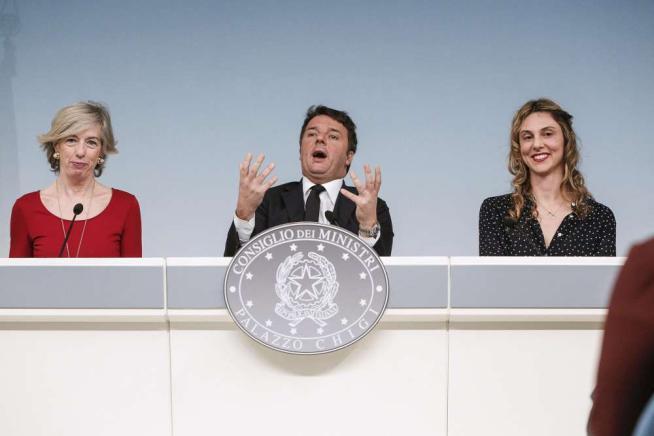 """Scuola, Renzi: """"Concorso per 62mila prof"""" Fannulloni, """"ora rischiano pure i dirigenti"""""""