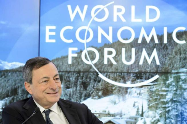 "Inflazione, Draghi: prospettive meno rosee Sui profughi: ""Opportunità per l'Europa"""