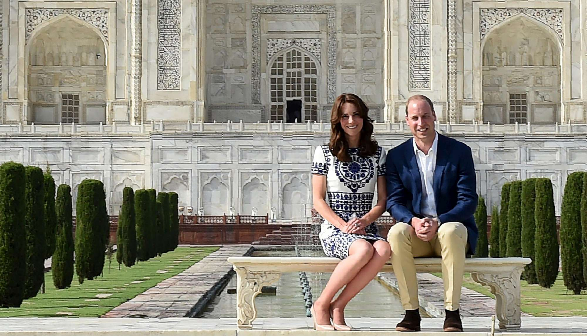 Gb, William e Kate terminano missione India con visita a Taj Mahal