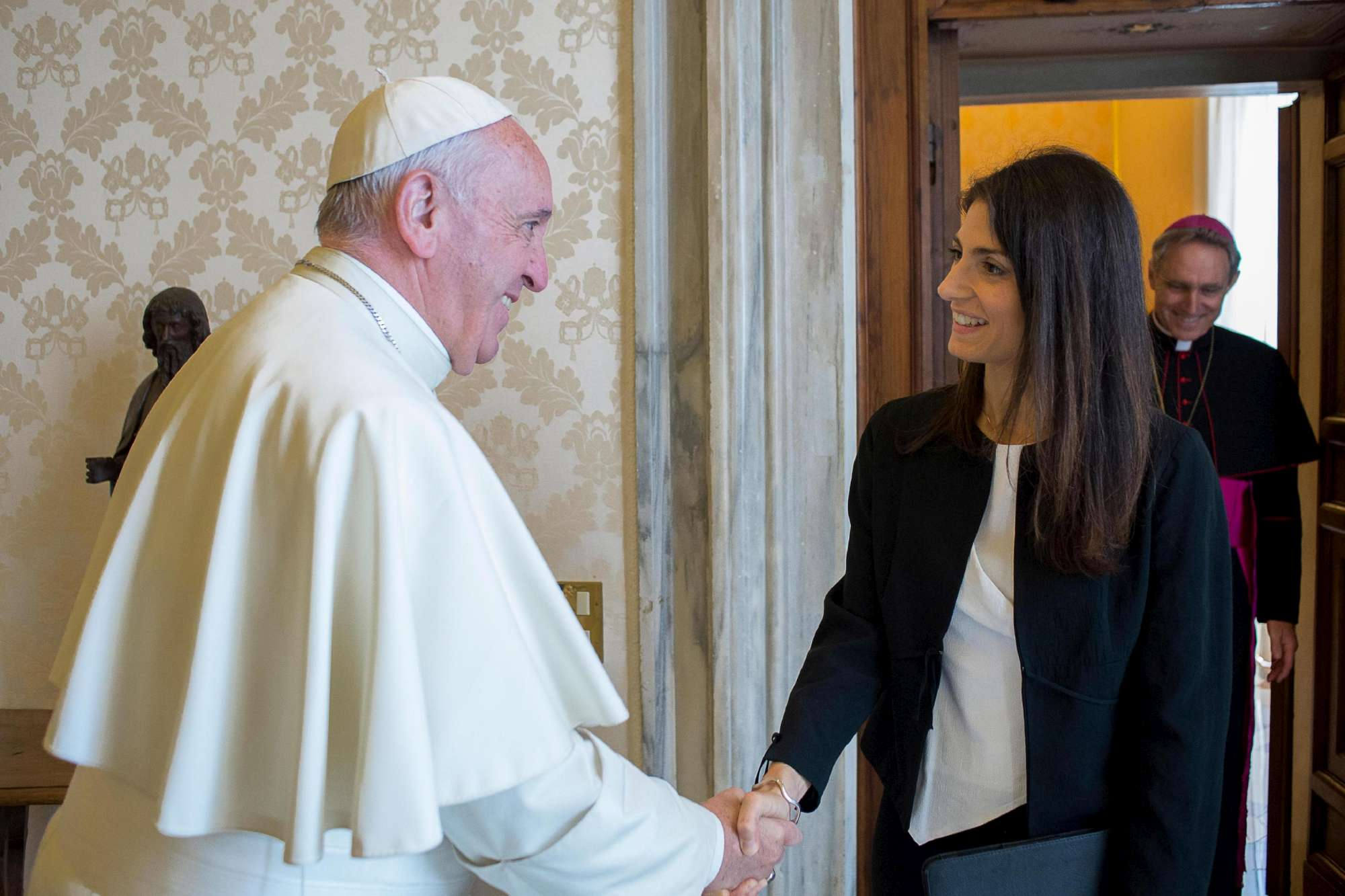 Virginia Raggi incontra Bergoglio:  Papa persona di umanità profonda