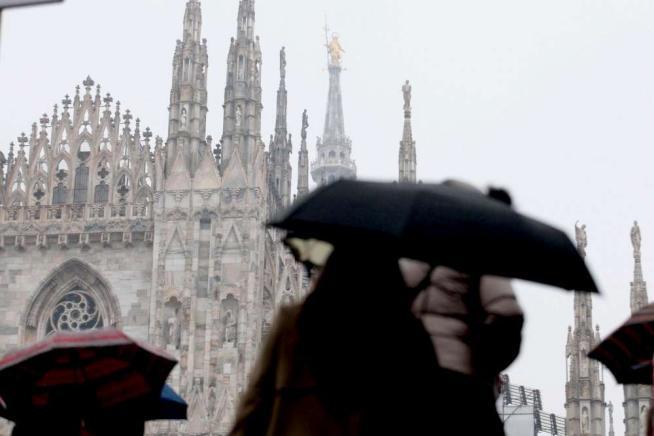 A Roma e a Milano la pioggia spazza via la cappa di smog: respirano le metropoli