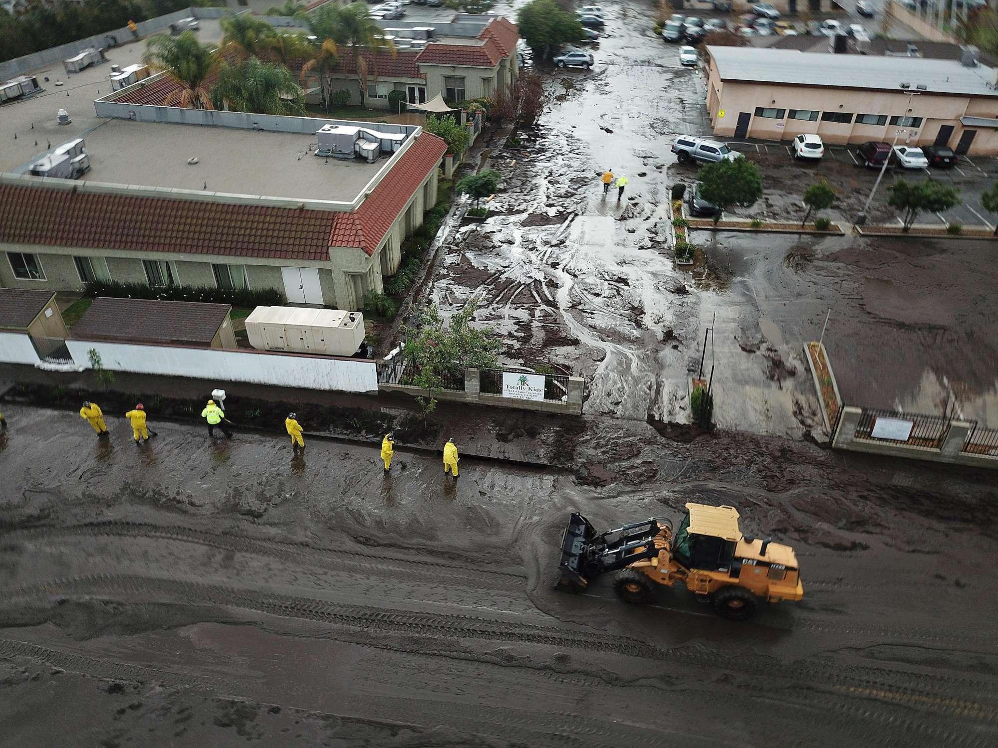 California, dopo gli incendi l'inondazione: morti e dispersi