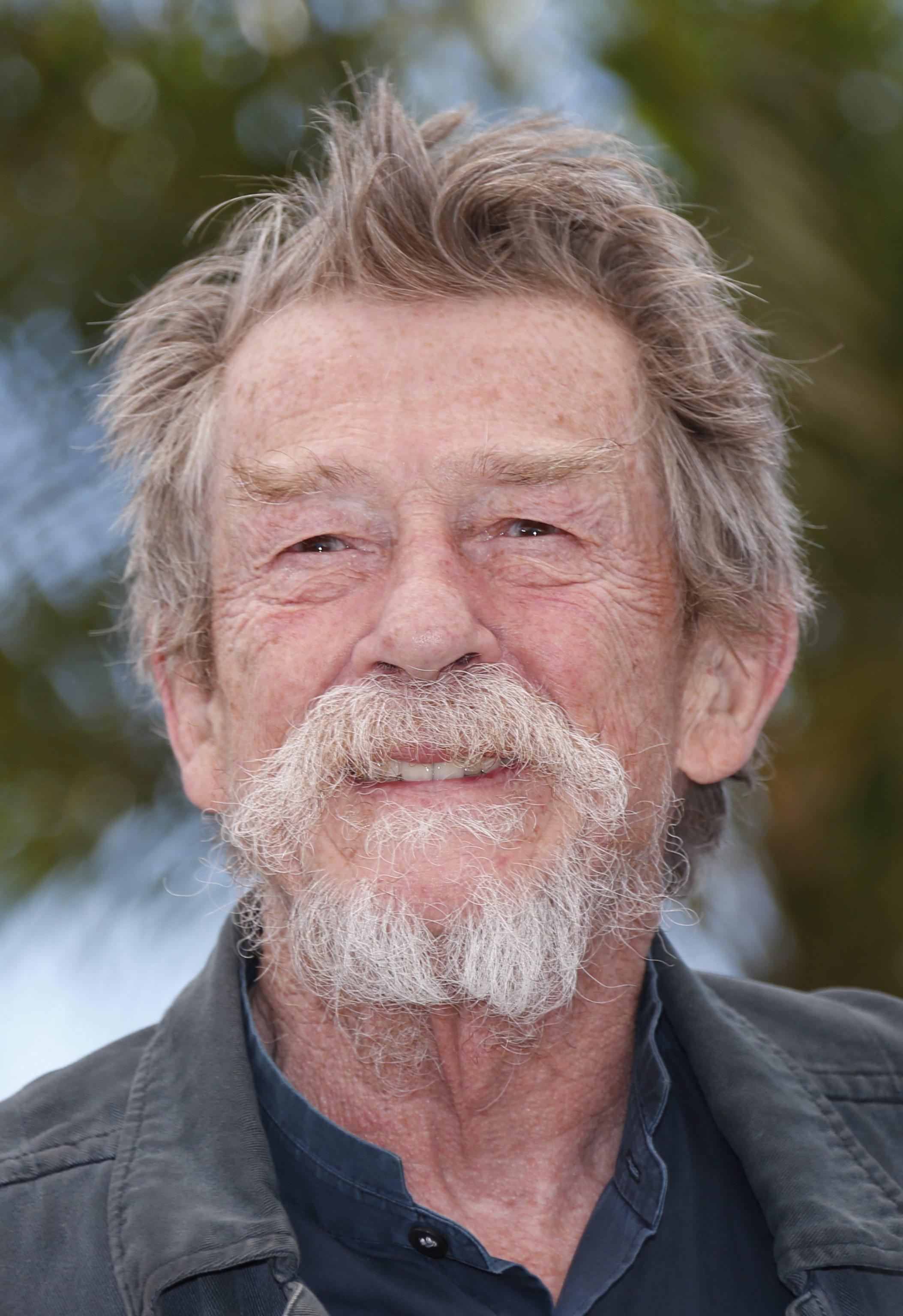 "Addio a sir John Hurt, star di ""The Elephant man"", ""Alien"" e ""Harry Potter"""