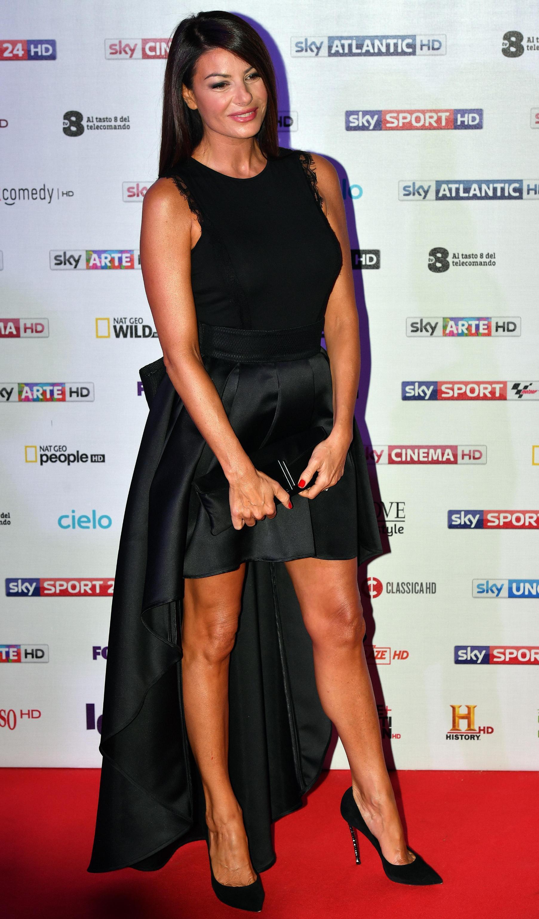 Ilaria D Amico a Milano senza Gigi Buffon mostra le gambe