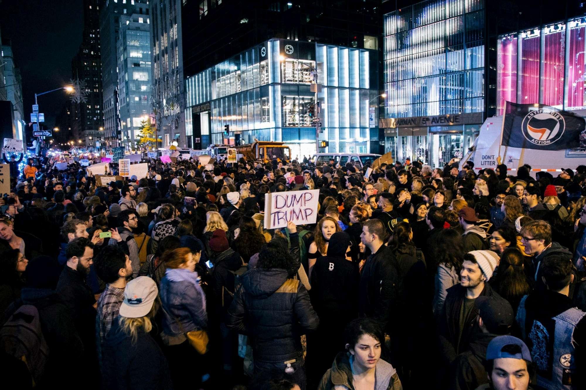 Not my president , in migliaia in strada contro Trump