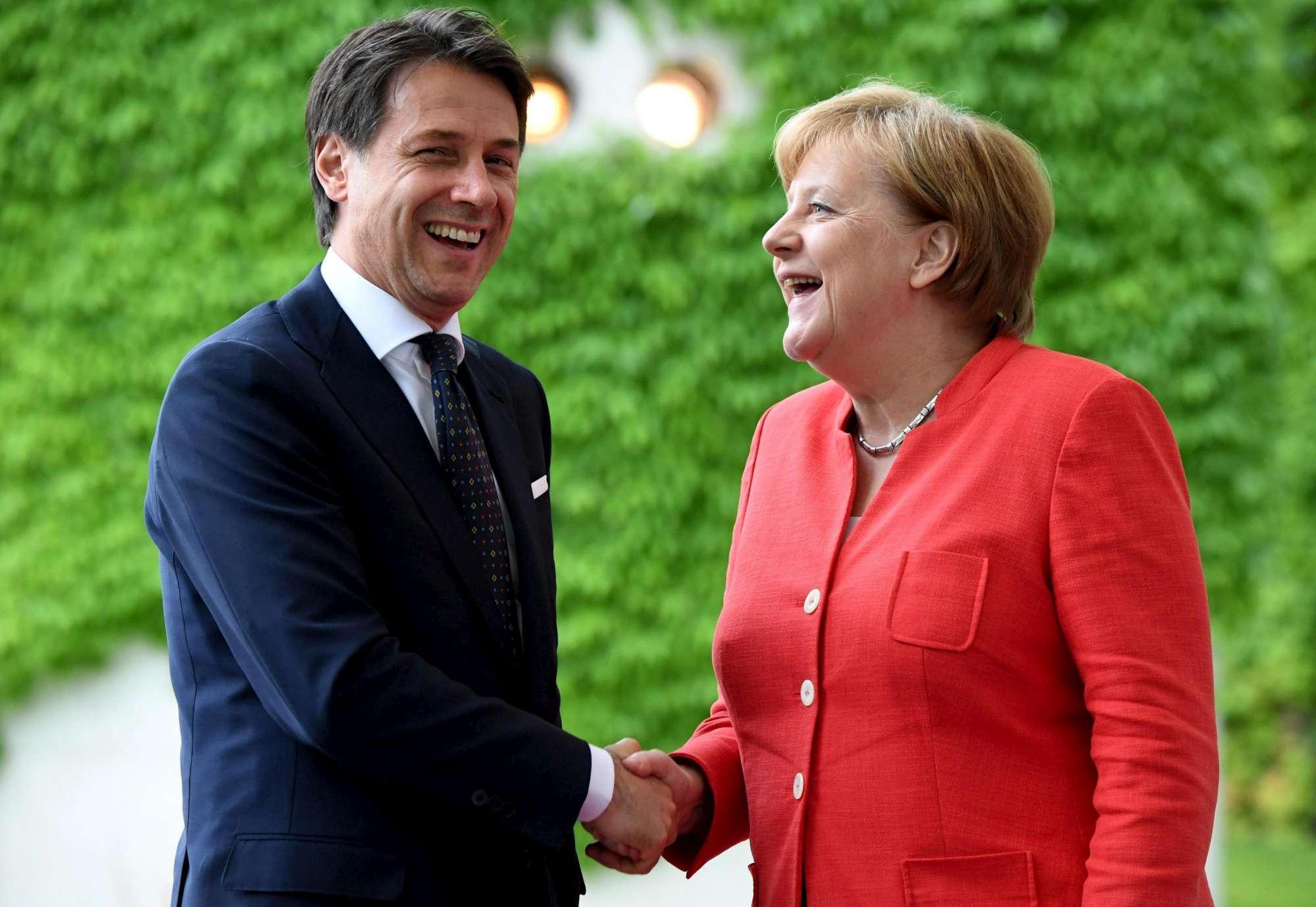 Berlino, vertice tra Giuseppe Conte e Angela Merkel: focus sui migranti