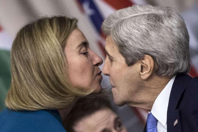 """Libia, Gentiloni: """"Subito un governo"""" Kerry chiede più soldi contro l'Isis"""