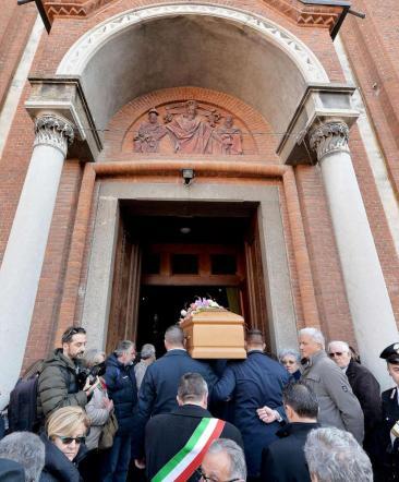 L'addio a Gloria Rosboch, il parroco: fermare l'omicida, non ripeta il gesto