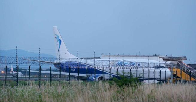 Torino, scoppia gomma nel decollo: atterraggio d'emergenza a Caselle