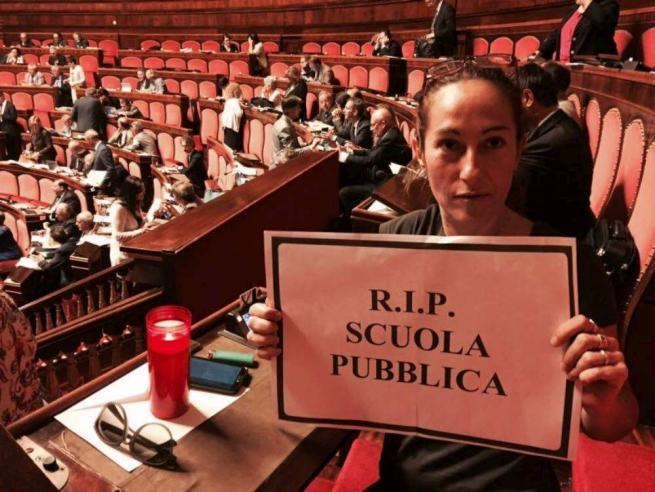 Buona Scuola, il governo ottiene la fiducia in Senato: protesta delle opposizioni
