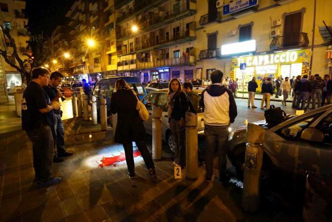 Napoli, poliziotto in borghese feritodurante una sparatoria