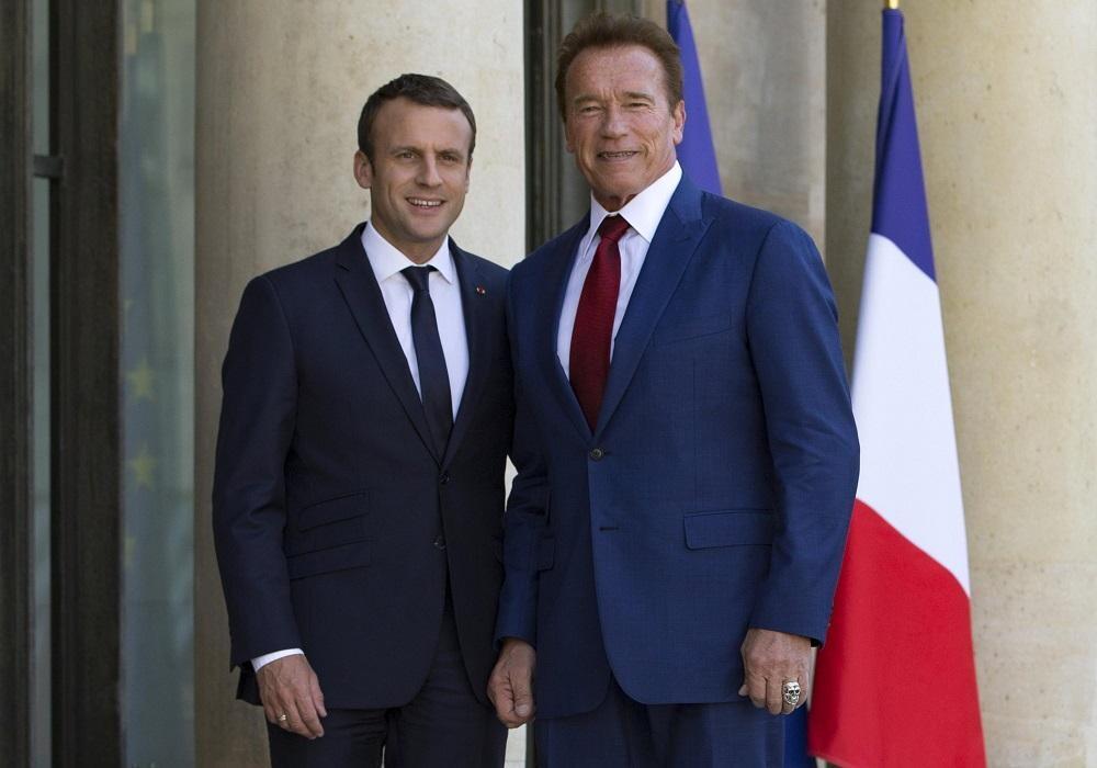 Schwarzenegger e Macron, un selfie per l'ambiente