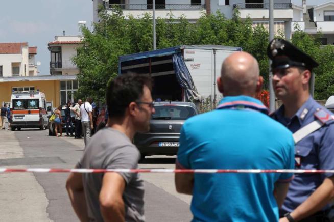 Caserta, lite per un posteggio: 4 mortiSterminata famiglia,fermato poliziotto
