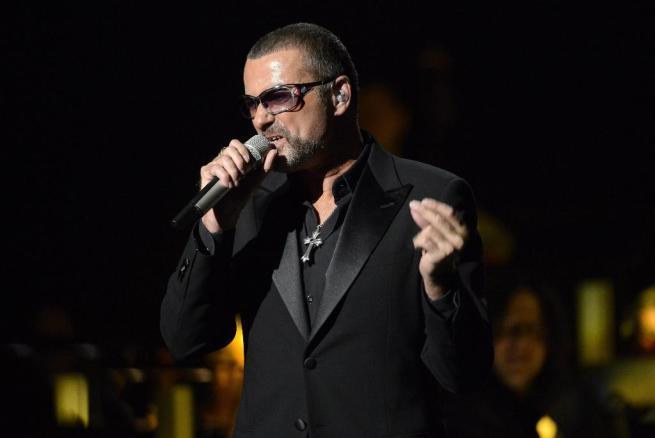 George Michael un anno in rehab: il cantante è schiavo del crack