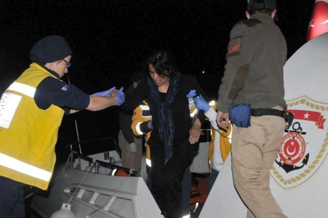 Migranti, nuova tragedia nel mar Egeo: 5 morti tra cui un bambino di 3 mesi