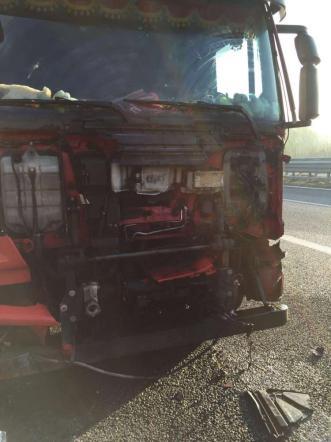 Vibo Valentia, auto contro Tir: 4 ragazzi morti in un tragico incidente sull'A3