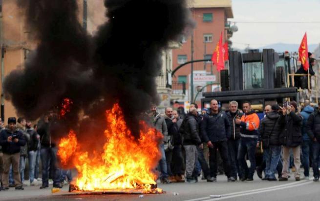 Ilva Genova, 200 lavoratori occupano lo stabilimento per protesta