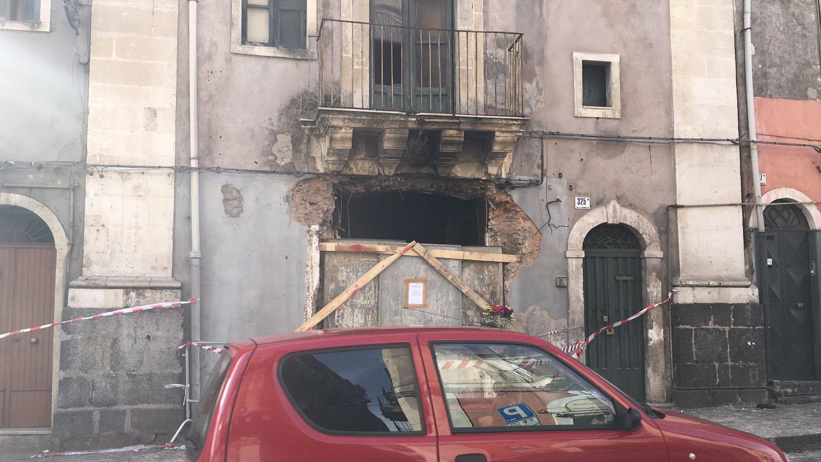 Esplosione in una palazzina: tre morti a Catania