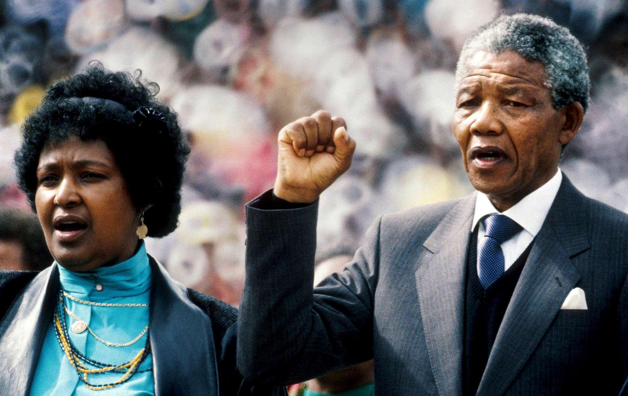 Morta Winnie Mandela, ex moglie di Nelson e