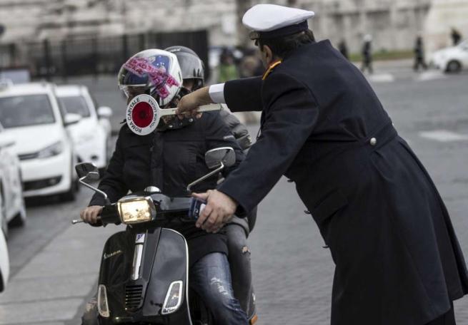 Smog, Roma senza macchine nella fascia verde: multati oltre 200 automobilisti