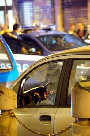 Napoli, poliziotto in borghese ferito scambiato dai killer per un rivale