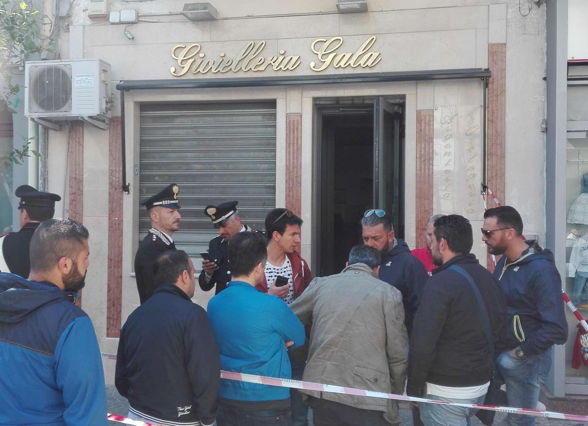 Marano: gioielliere ucciso nel suo negozio. Svuotata la cassaforte