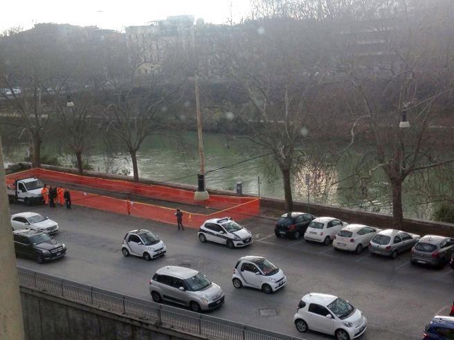 Roma, tracce di liquido tossico: il gip ordina il sequestro di un tratto del Lungotevere