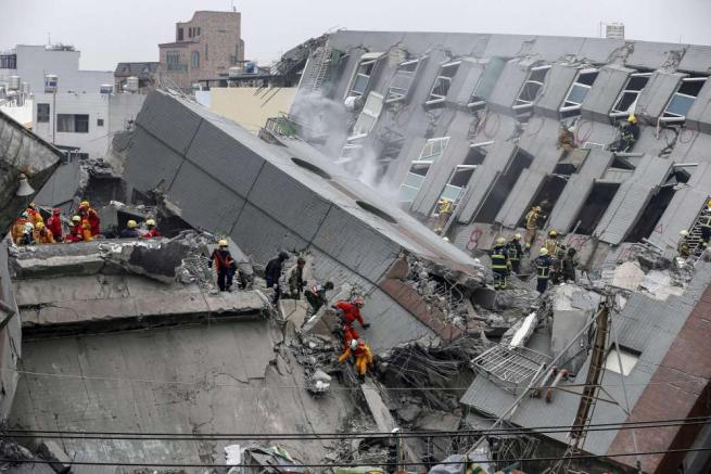 Forte terremoto in Taiwan, edifici crollati a Tainan: 37 morti, oltre 120 dispersi