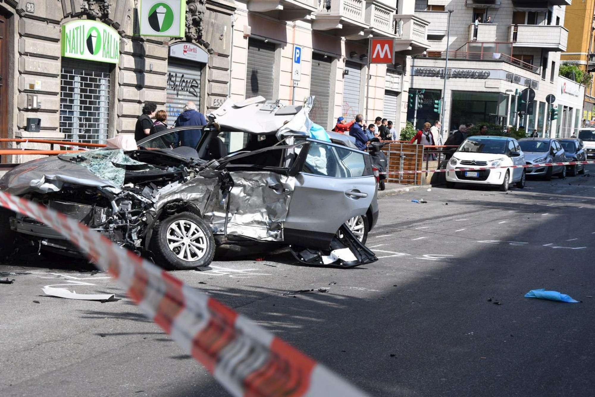 Schianto tra auto a Milano: uomo muore, investitore in fuga per 12 ore