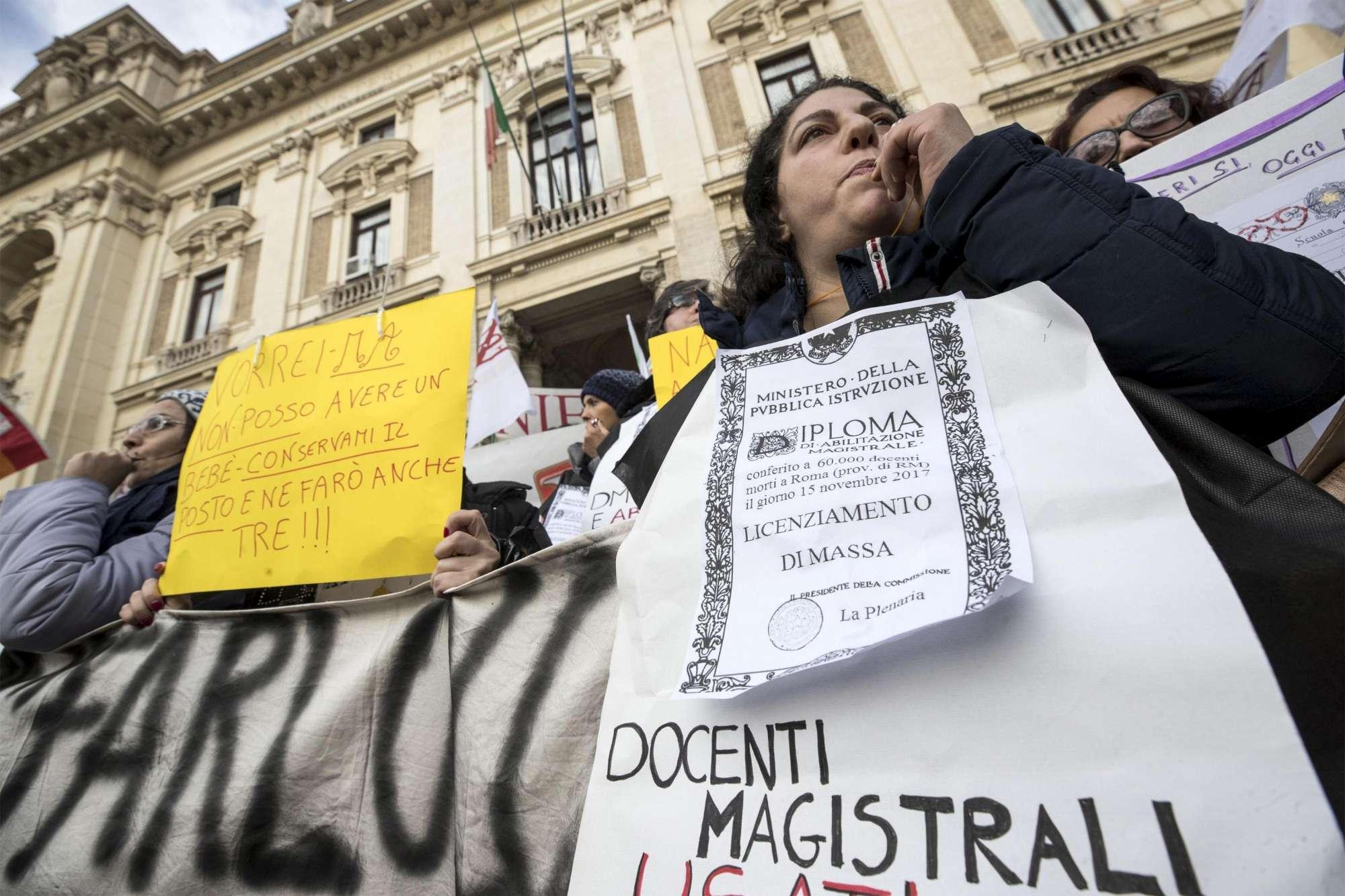 Sciopero Scuola: Oggi a Manifestare in Piazza le Maestre