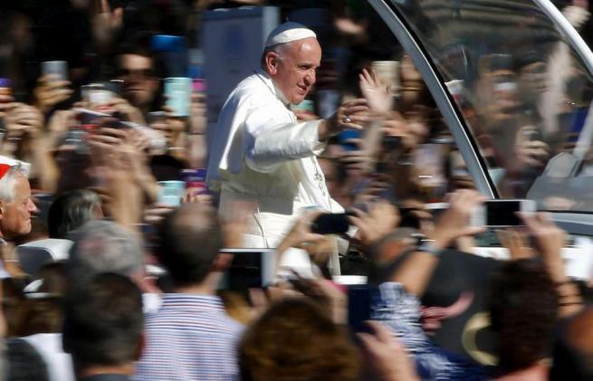 """Il Papa: """"La croce non sia una bandiera"""""""