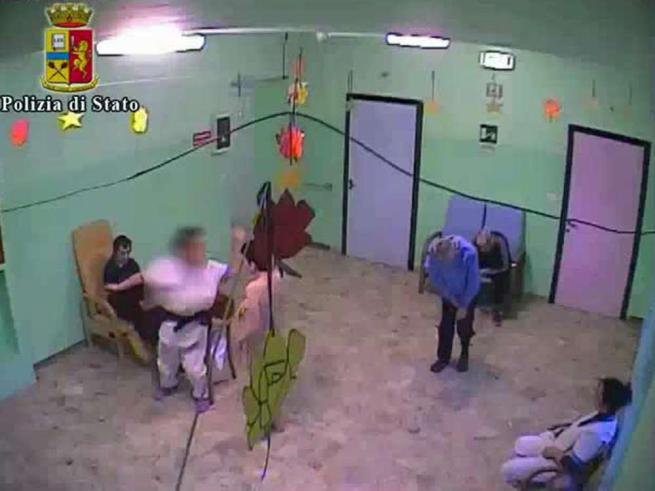 Anziani e disabili maltrattati in una casa di cura nel Vercellese: 18 persone arrestate