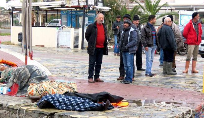 Strage di migranti in Turchia, due naufragi: le drammatiche foto dei nuovi Aylan