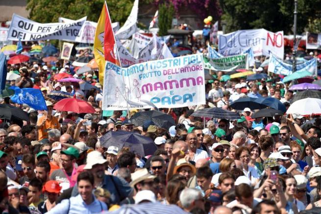 Family Day, manifestazione in piazza a Roma in difesa della famiglia tradizionale