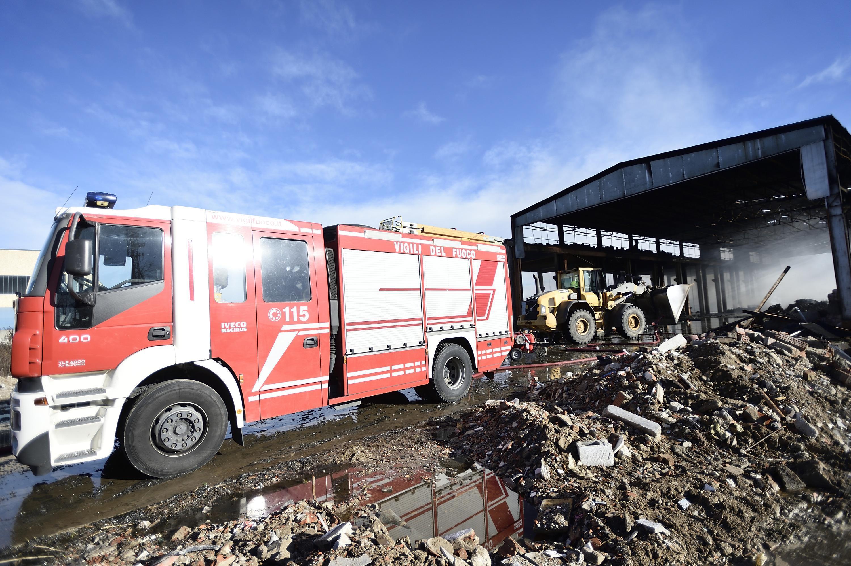 Pavia, incendio in capannone: diossina rientrata nella norma