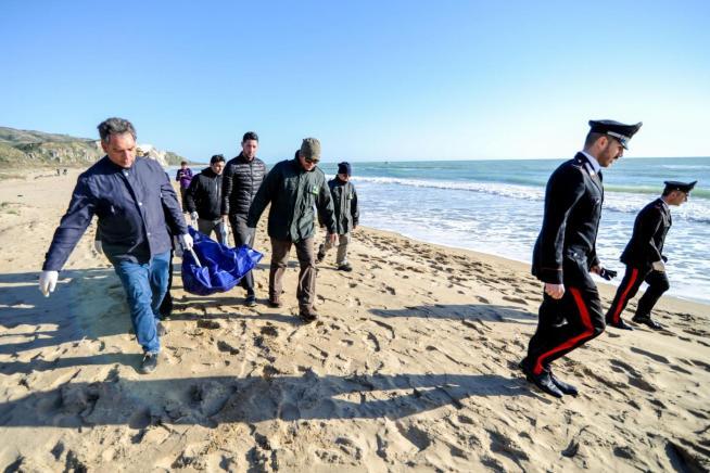 Sicilia, nuova tragedia: migranti morti durante lo sbarco nell'Agrigentino