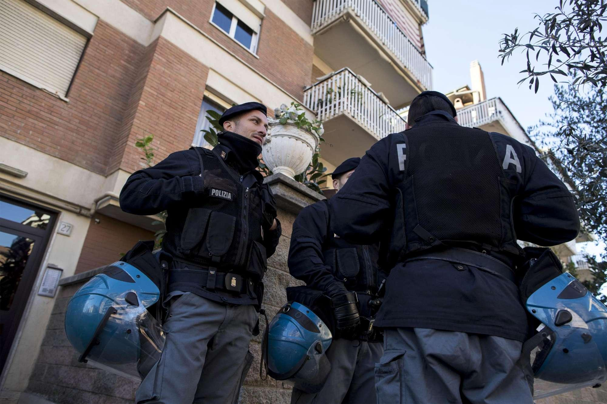 Maxi blitz a Ostia. Controlli per traffico di droga e armi