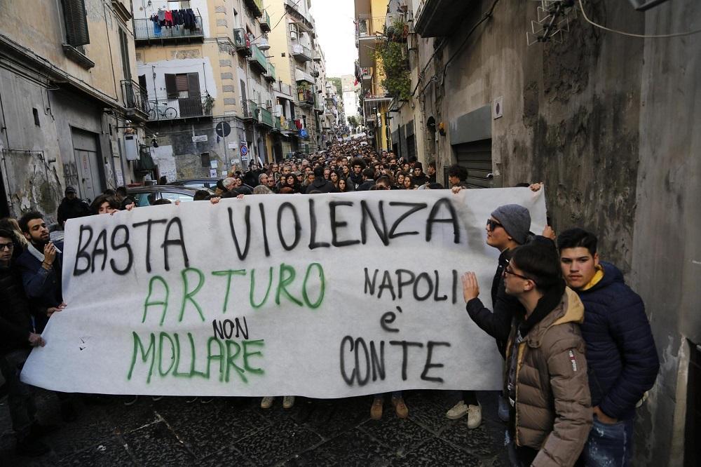 Napoli corteo per Arturo, 17enne accoltellato da baby gang