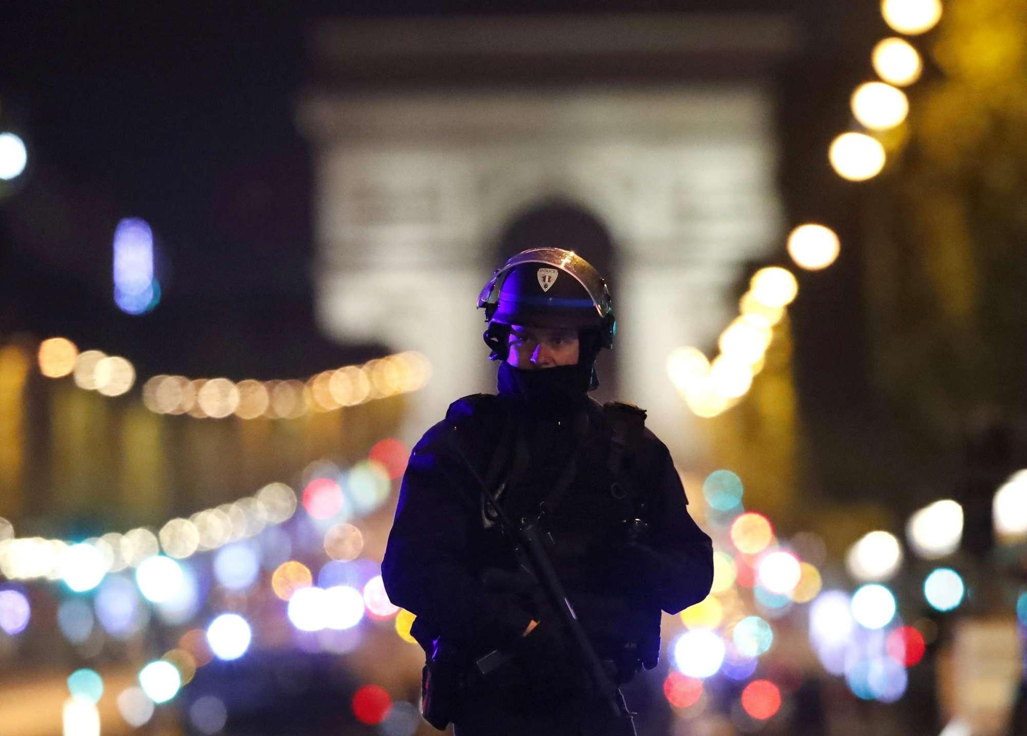 Sparatoria sugli Champs-Elysées, Hollande: è terrorismo