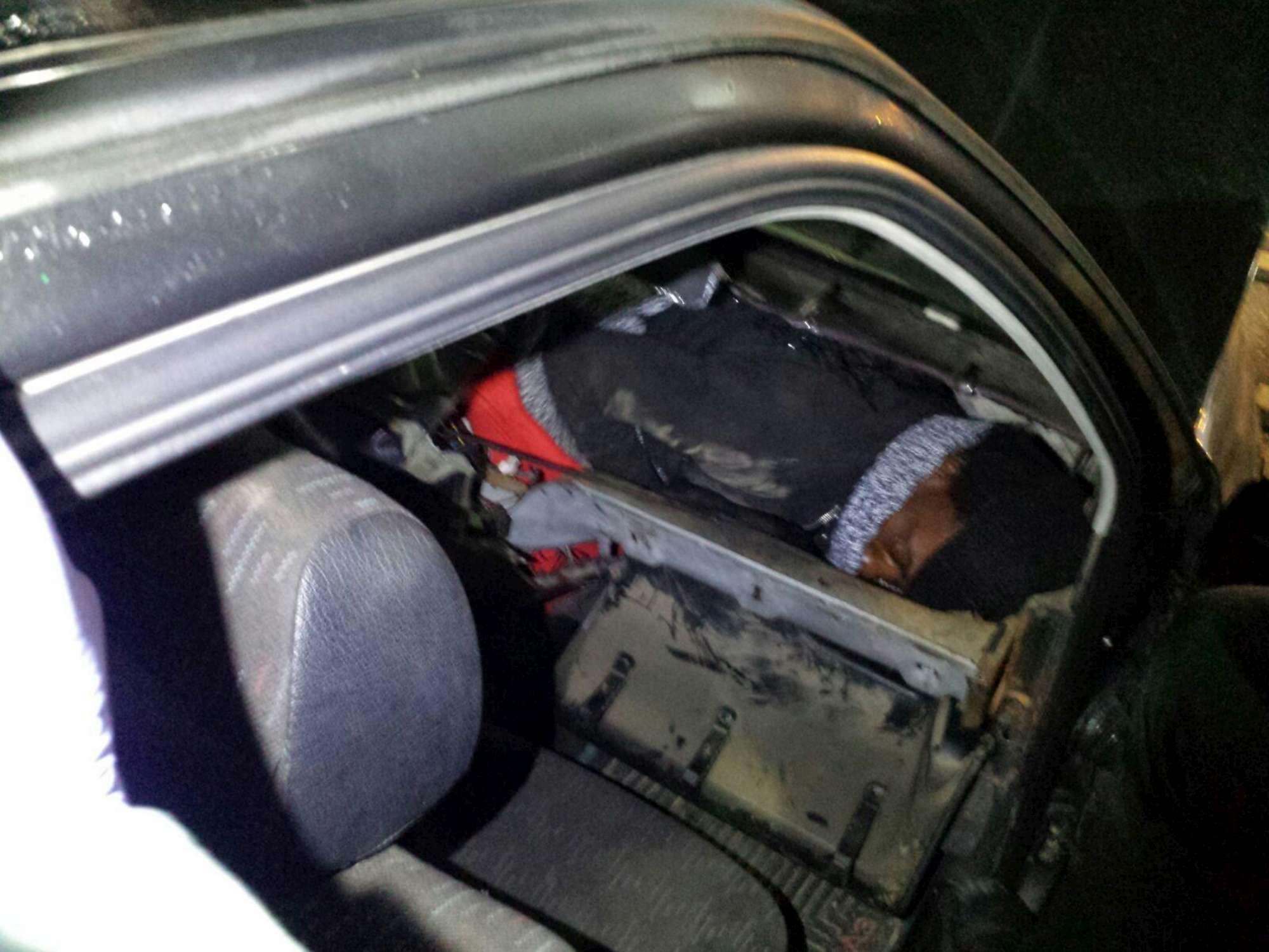 Arrestata a Ceuta, trasportava migrante in una valigia