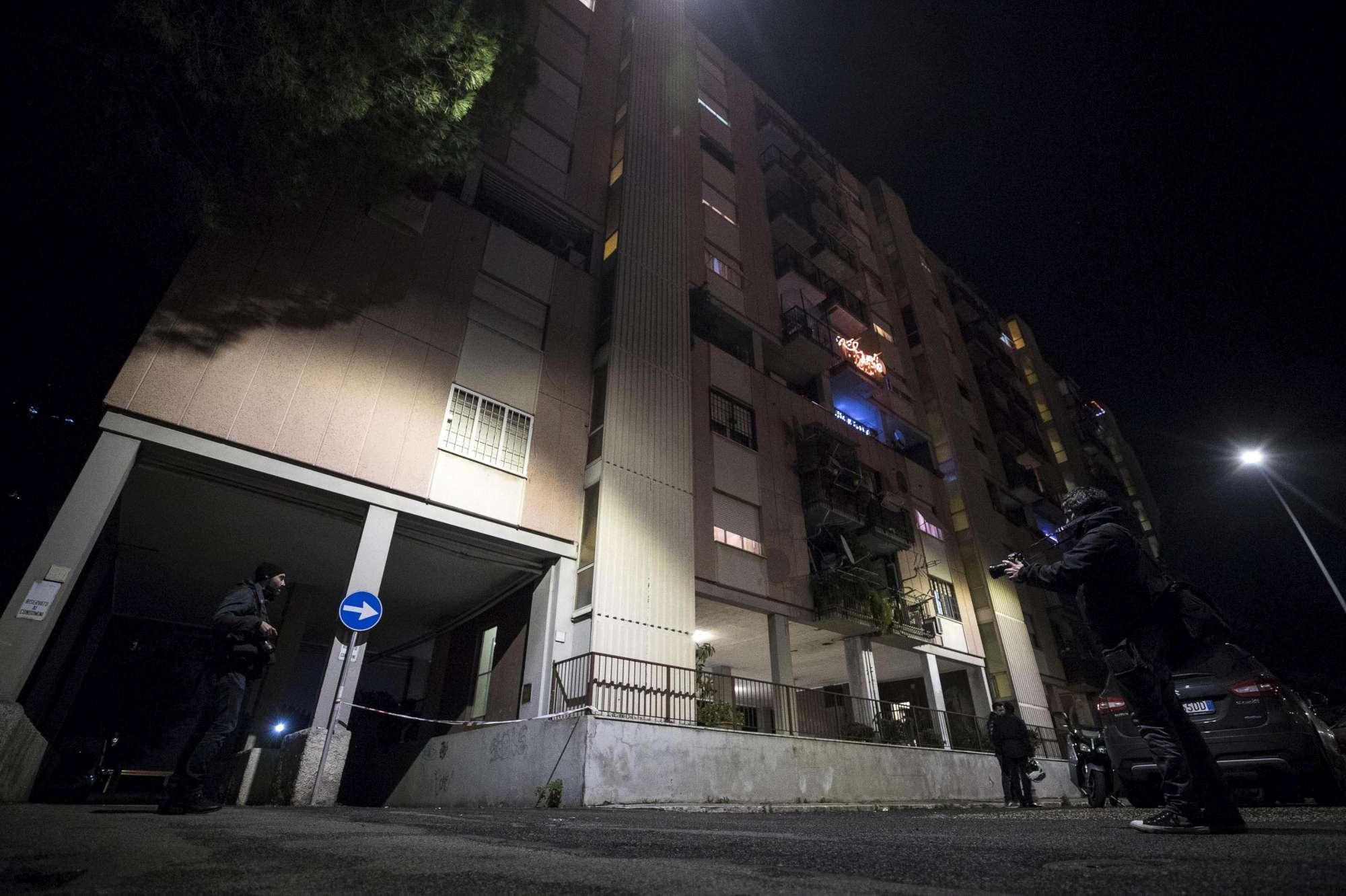 Cade da finestra dal quinto piano bimbo muore a Roma