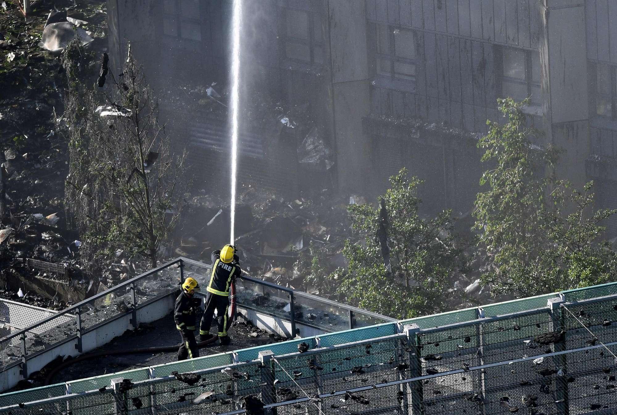 Londra, incendio in un grattacielo in Latimer Road: morti e feriti