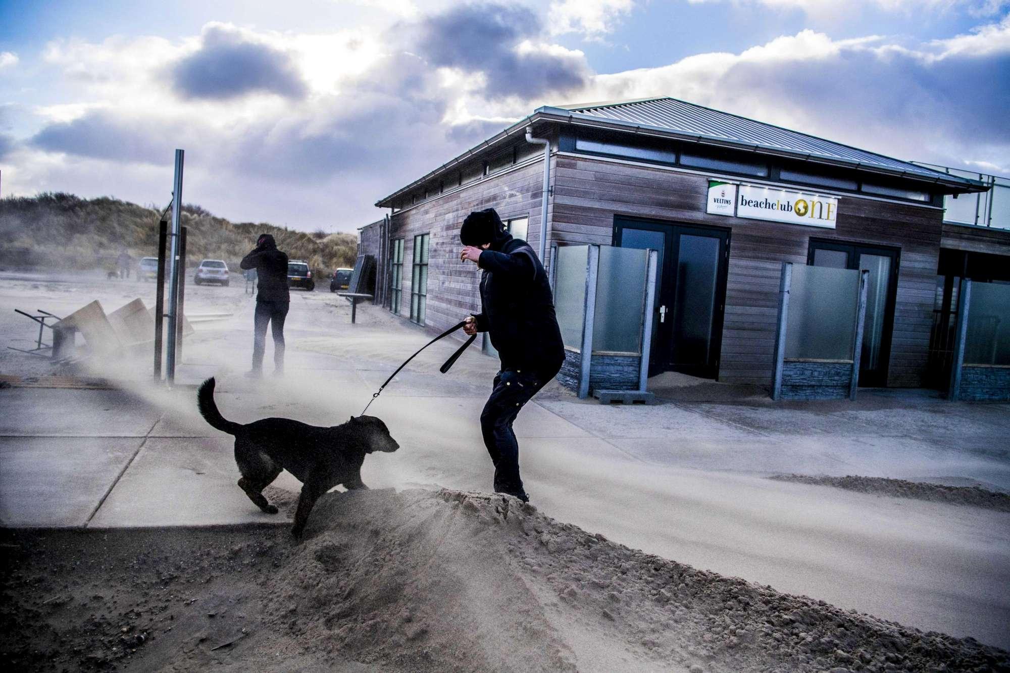 L Europa flagellata dal maltempo, disagi ai trasporti in Olanda e Germania