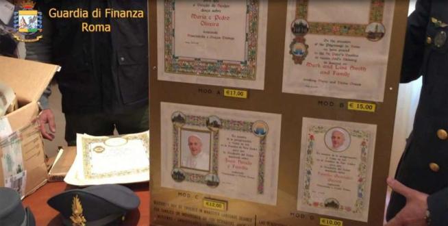 Giubileo, vendevano false benedizioni ai pellegrini: gdf sequestra 3.500 pergamene