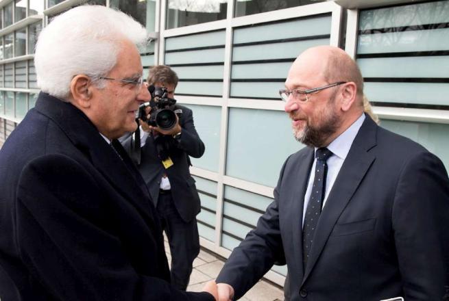 """Mattarella: """"L'Europa faccia scelte condivise per contrastare disordine e terrore"""""""