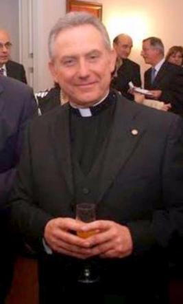 Truffa da 30 milioni di euro, arrestato monsignore in partenza per le Canarie