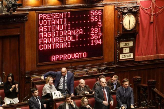 Riforme, la Camera approva il ddl Boschi con 367 sì: il testo torna al Senato