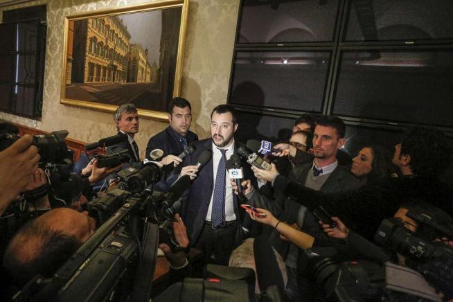"""Salvini frena su Bertolaso: salta vertice Berlusconi: """"Scelto da tutti e tre i leader"""""""