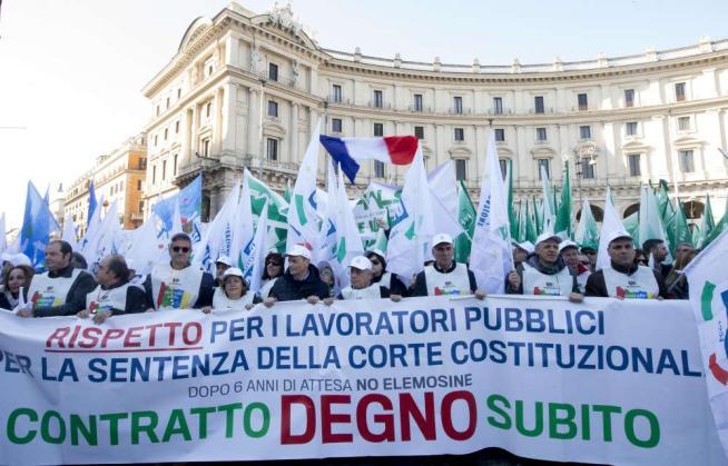 """Pubblico impiego, 30mila in piazza a Roma Camusso al governo: """"Basta umiliazioni"""""""